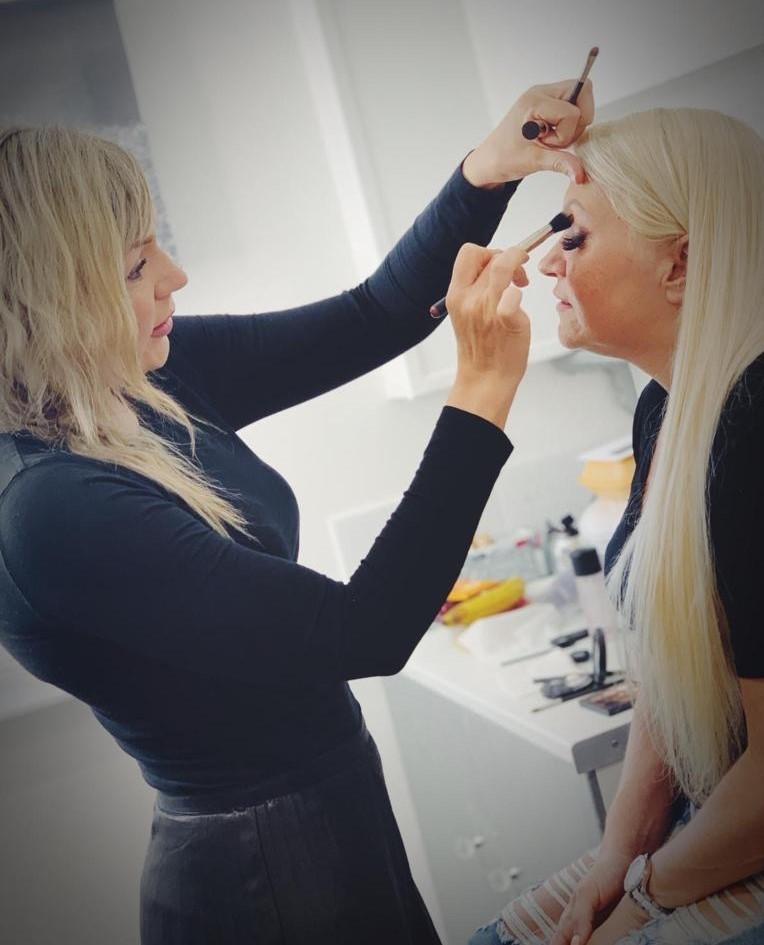 Della Bedford Makeup